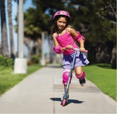 This is an image of girl's kick scooter by Razor in pink color